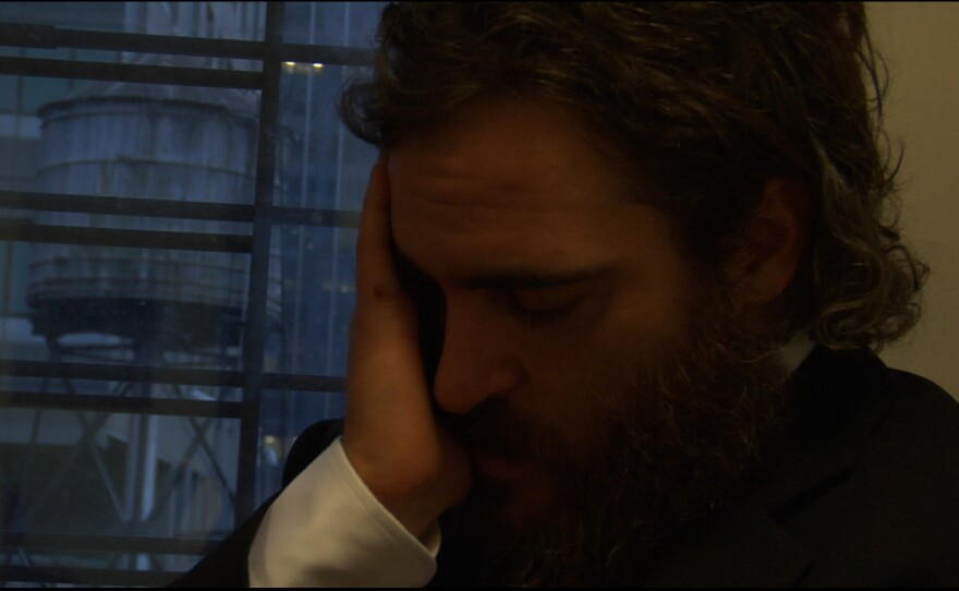 """Is the agony real or faked for teh camera? Joaquin Phoenix in """"I'm Still Here"""""""