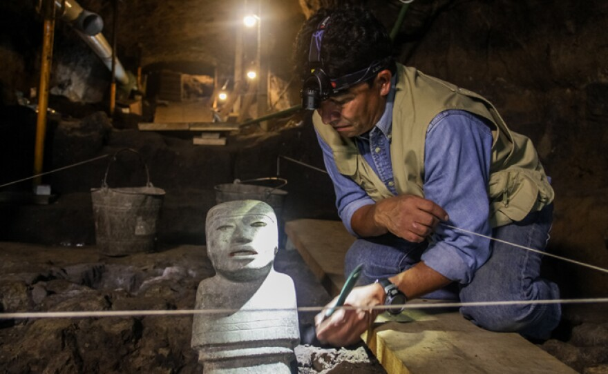 Sergio Gómez thinks that the statues' gaze could have aligned to mark something or someone.