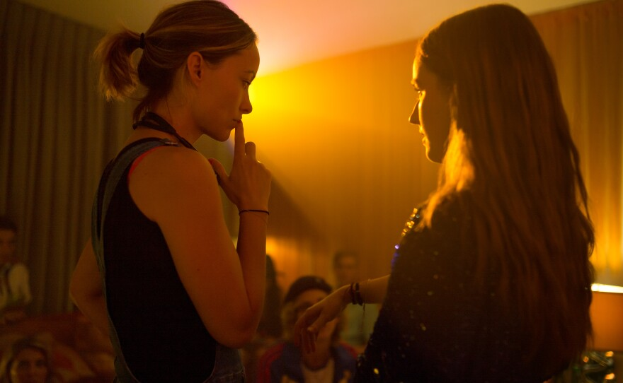 """Director Olivia Wilde on the set of """"Booksmart"""" with actress Kaitlyn Dever who plays Amy."""