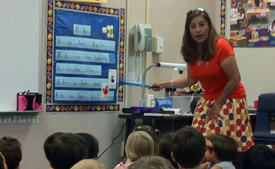 """Mireya Melendez-Lousteau reviews words starting with the letter """"B"""" with her transitional kindergarten class at Chula Vista Hills Elementary School."""