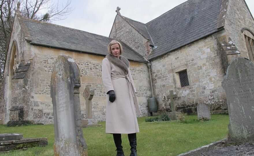 Lucy Worsley in Churchyard where a boy in Rode Hill House murder is buried in A VERY BRITISH MURDER.