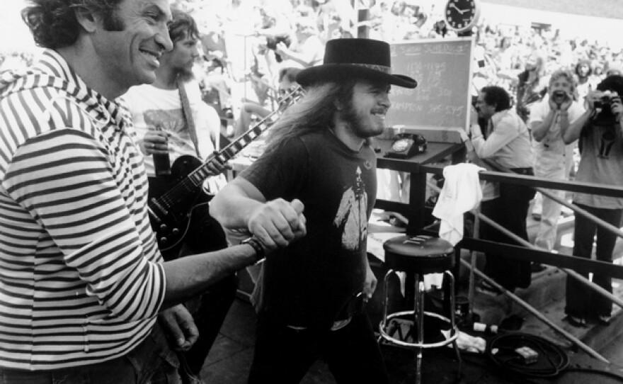 (l to r) Bill Graham and Lynyrd Skynyrd's Ronnie Van Zant, Oakland Coliseum Stadium, July 2, 1977.