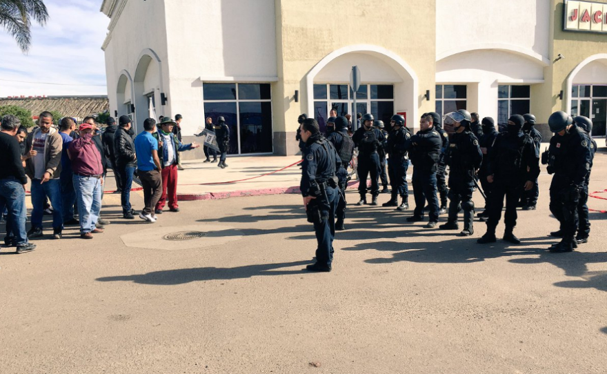 """Gas price protestors face off with police at Rosarito shopping center """"Pabellon."""" Jan. 7, 2017."""