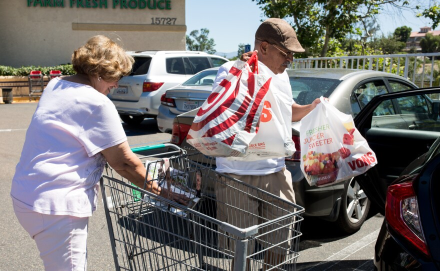 Oscar and Teri Lara shop for fresh food more frequently in their quest to lose weight and avoid diabetes, June 27, 2017.