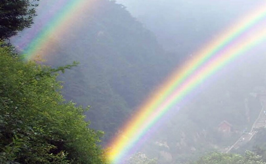 A twin rainbow.