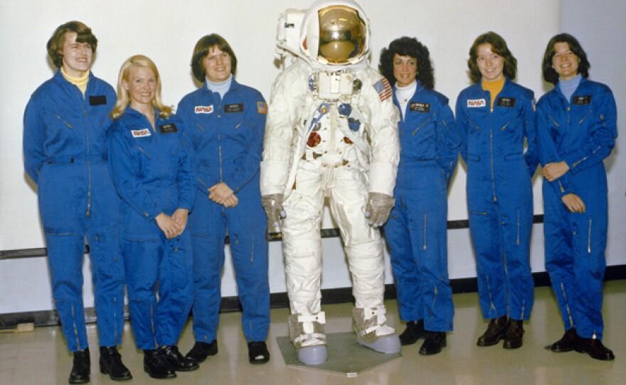 1978 class of women portrait with astronaut suit.