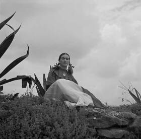 05-Frida_Kahlo-seated-next-to-an-agave-credit-LOC-NL.jpg