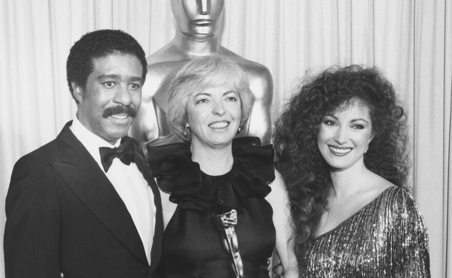 """Thelma Schoonmaker (flanked by presenters Richard Pryor and Jane Seymour) won an Oscar for Best Editing in 1980 for Martin Scorsese's """"Raging Bull."""""""