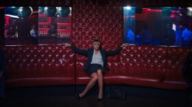 """Cassie (Carey Mulligan) makes herself appear vulnerable in order to expose predatory men at bars in """"Promising Young Woman."""""""