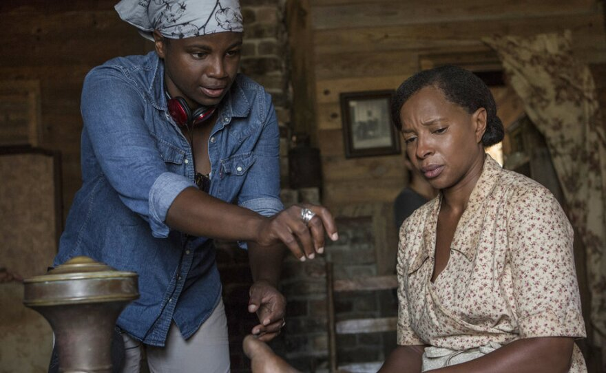 """Dee Rees directs Mary J. Blige on the set of """"Mudbound."""""""
