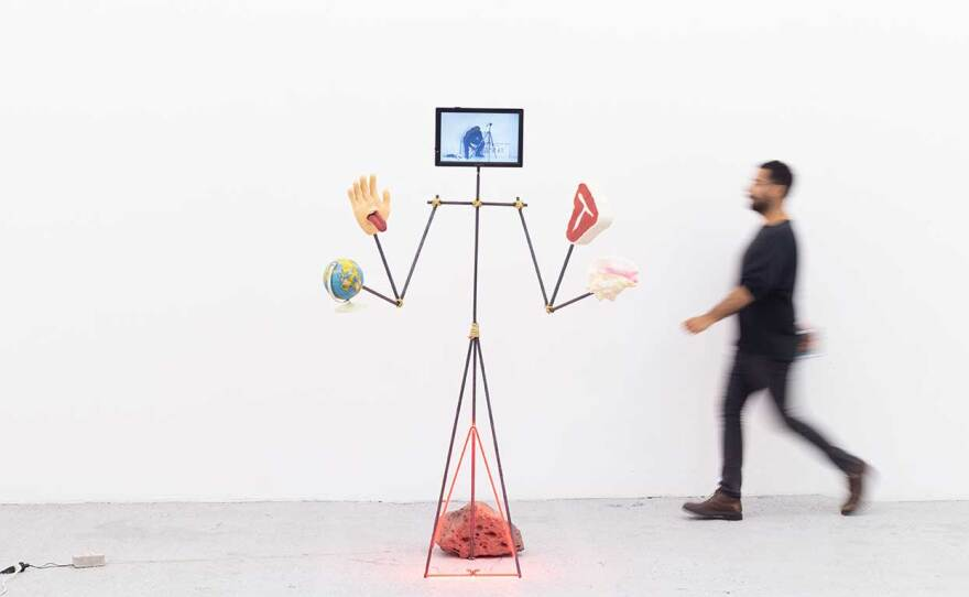 """Gabriel Rico's sculpture, """"Fish begin to stink by the head (La calibración del arma para matar a Dios), 2021"""""""