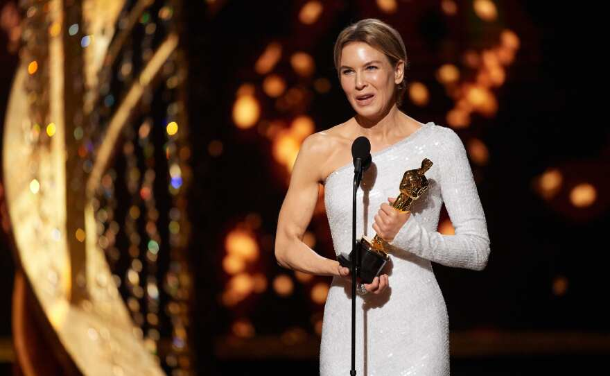 Renée Zellweger accepts the Oscar® for Actress In A Leading Role during the live ABC Telecast of The 92nd Oscars® at the Dolby® Theatre in Hollywood, CA on Sunday, February 9, 2020.