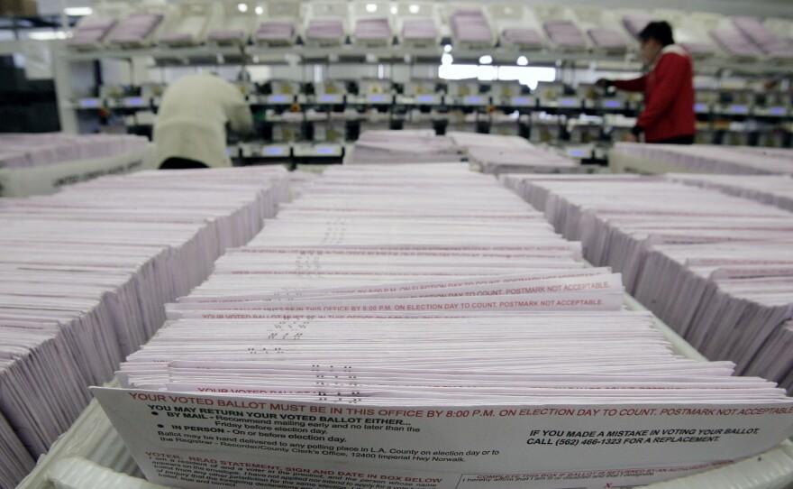 Staffers sort ballots in California, Jan. 22, 2008.