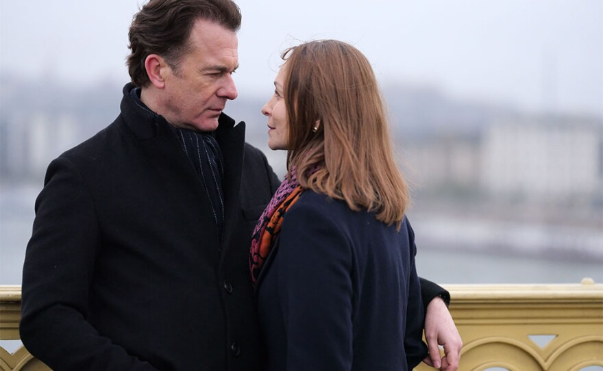 Peter Sullivan as Michael and Gabriella Hamori as Kamilla