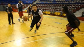 Host Jorge Meraz gets to know Tijuana's professional basketball team called the Zonkeys, and attempts to take on the pro players.